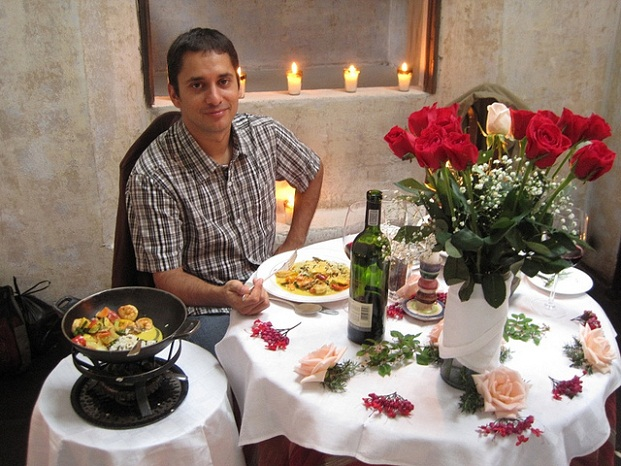 romantic-candlelight-dinner