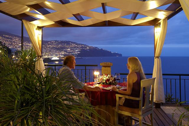 romantic-dinner-date
